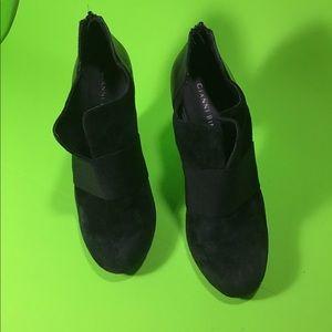Gianni Bini women's black suede shoes heels